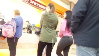 Candid teen bubble butt in yoga pants