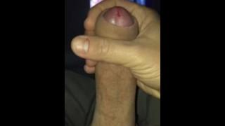 Masturbazione mattutina nel letto di Maria