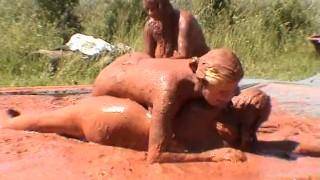 Mud wrestling e free video